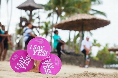 Photo Bebe Spa Paddles in sand GWD Fiji 2015.jpg