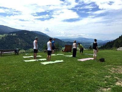 GWD Hotel Bergkristall yoga class 2.jpg