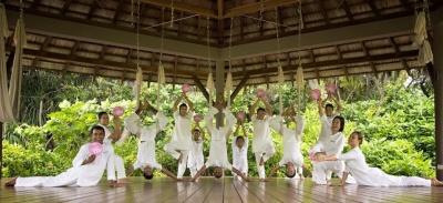 Four Seasons Maldives Team Yoga poses GWD June 2015.jpg